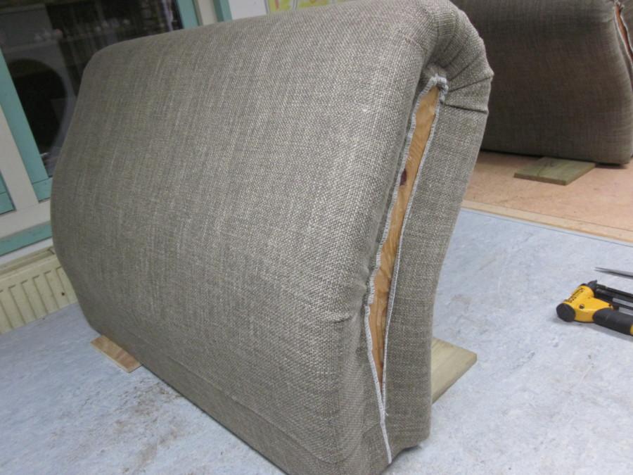 Armleuning met eerste stof (deels linnen)